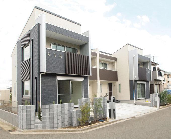 シンプルな外観の二世帯住宅