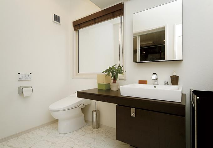 広々とした洗面・トイレ