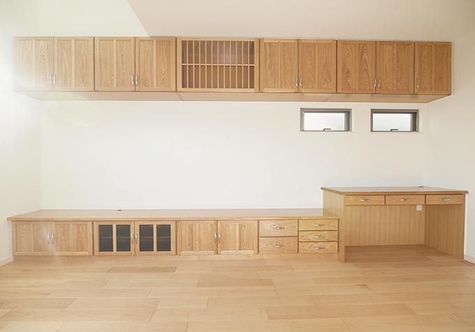家具をまとめ広くとったリビング