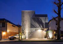 中庭に水盤のあるリゾートモダンな家|注文住宅の実例