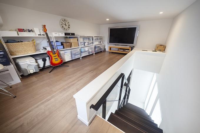 居住空間から生活感を排除するための秘密基地のような納戸スペース