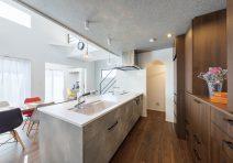 家事導線を考慮したそれぞれの空間で家族の気配を感じる家|注文住宅の実例