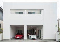 いつも愛車が視界に入るガレージを中心にした家